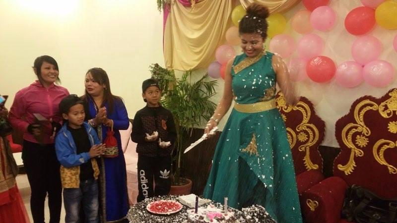 sanju cutting birthday cake